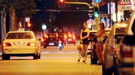puttane a pavia prostituzione romeni vs albanesi per i marciapiedi di