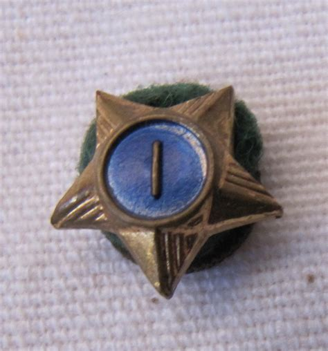 pin it 1 like 1 vintage cub scout service pin year 1 blue center felt mounted 1 2 inch