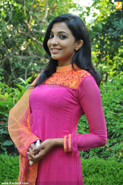 pooja nair actress parvathy nair at maram kothi malayalam movie pooja photos