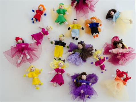 Picture Of DIY pipe cleaner dolls and toys