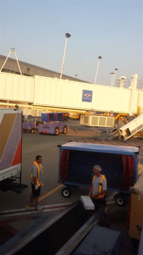 southwest airlines 30 photos 59 reviews airlines 9813 air cargo rd berkeley