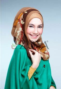 Zoya Kerudung Raeesa Scarf 1000 images about kerudung segi 4 collection by zoya on big flowers autumn