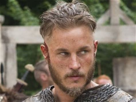 ragnar haircut name ragnar lothbrok played by actor travis fimmel vikings