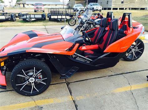Vehicle With Three Wheels by Polaris Unveils The Slingshot A Three Wheeler With Autos