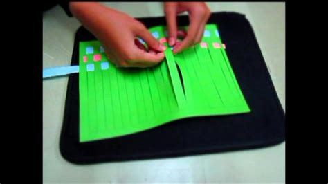 cara mudah membuat bunga dari kertas hvs cara mudah membuat anyaman kertas dengan berbagai motif
