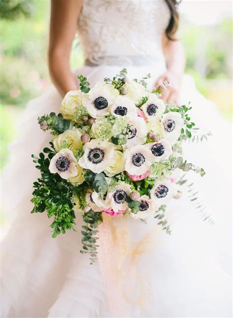 5 of the prettiest spring wedding bouquets ever 25 swoon worthy spring summer wedding bouquets tulle