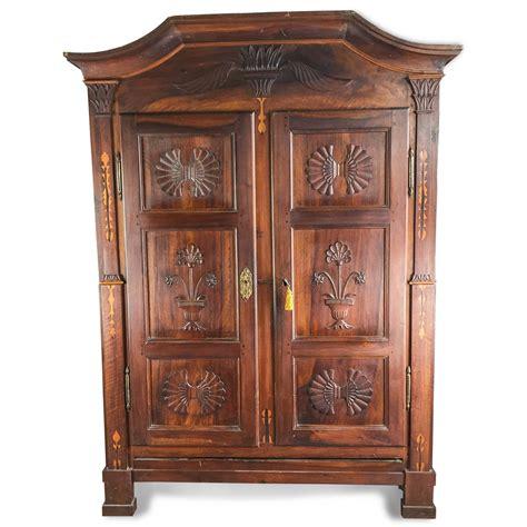 armadio a due ante armadio antico piemontese a due ante 1700 in buono stato