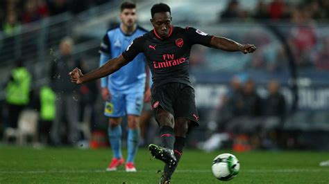 arsenal team news danny welbeck scores penalty as arsenal wenger welbeck wrong to attempt dodgy penalty football
