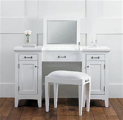 vanity table on