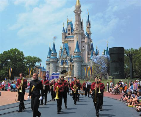 theme park band mustangs wow guests at theme park parkerchronicle net