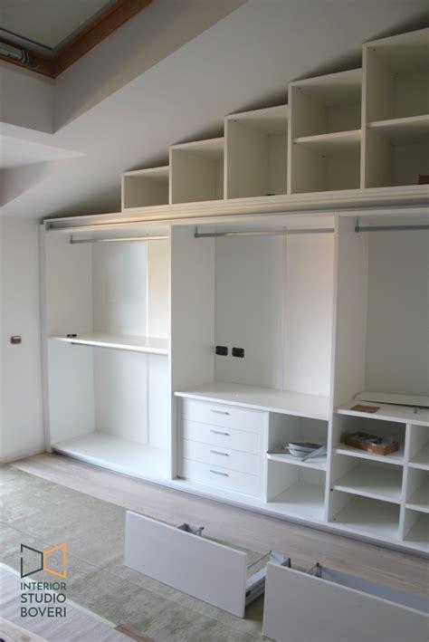 progettare armadio progettare armadio su misura in una mansarda moderna a monza