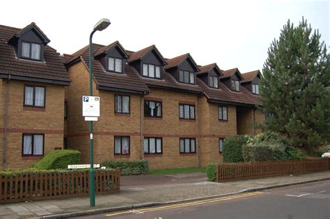 estate agents  letting agents   uk houses flats