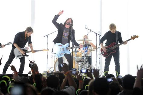 Kaos Band Rock Foo Fighters Wasting Light Foo26 Bk 381 best images about foo fighters on songs limo and musicians