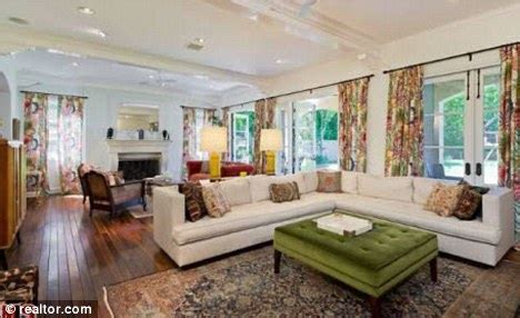 tori spelling bedroom beverly hills 90210 house goes on sale for 9m thanks to