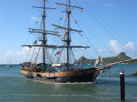 pelicula de un barco que se hunde el barco de piratas del caribe se hunde en el mar