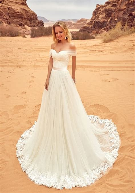Best 25  Bohemian wedding dresses ideas on Pinterest