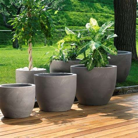 vasi moderni in resina fioriere in resina vasi e fioriere resina per