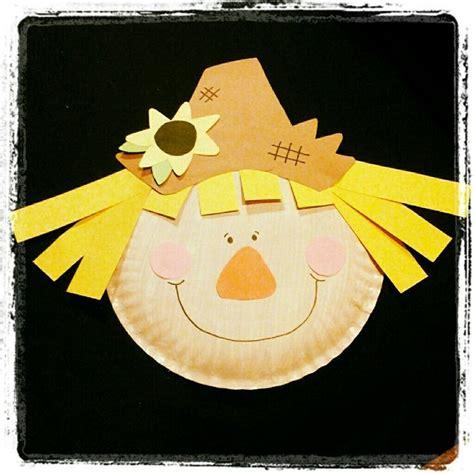 Basteln Mit Buntpapier by Basteln Im Herbst Vogelscheuche Aus Papierteller Und