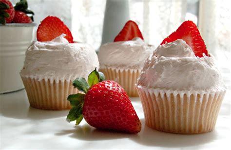 mini strawberry icebox pies65 magnolia bakery how to celebrate magnolia bakery s 20th birthday