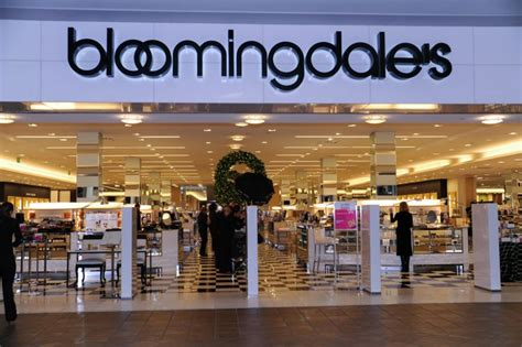 bloomingdales credit card why you should consider one - Can You Use A Bloomingdale S Gift Card At Macy S