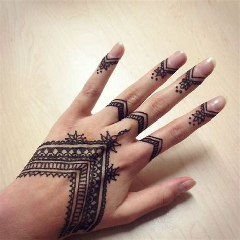 tattoo mandala ring 23 tatuajes para la mano que te puedes hacer con henna