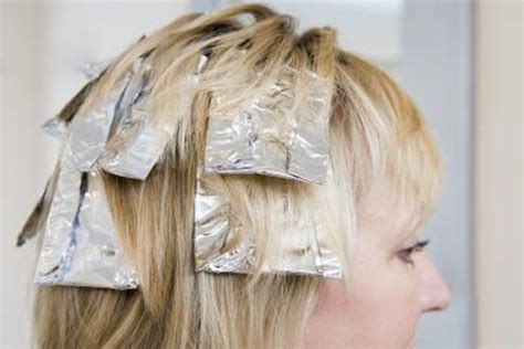 where to place your foils in hair how to highlight your own long hair with foil leaftv