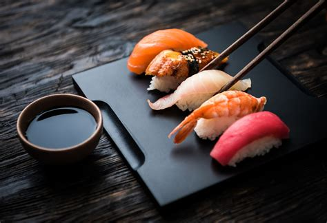 sushi in 5 basic differences between sashimi and sushi everyone