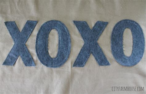 Letter Xoxo Hugs And Kisses Easy Felt Letter Valentines Inspired Pillow Rizzo