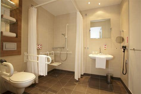 badezimmer behindertengerecht badezimmer behindertengerecht ramada hotel berlin