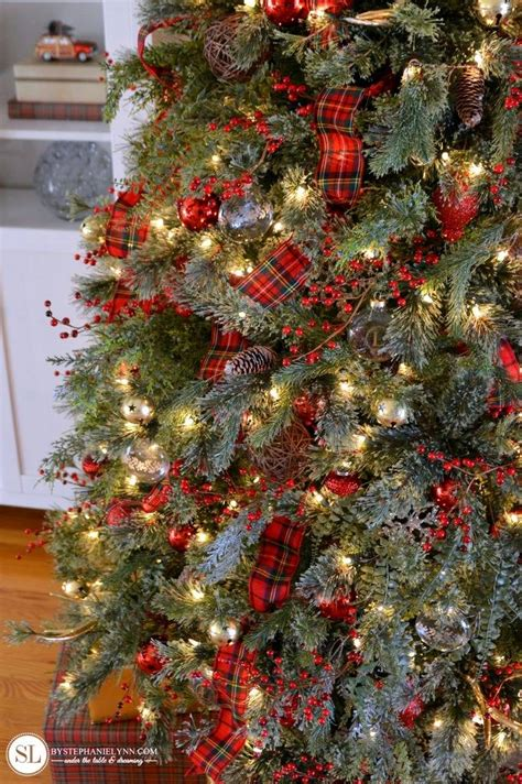christmas tree decorating ideas with plaid ribbon traditional tartan plaid tree 2016 tree challenge bystephanielynn