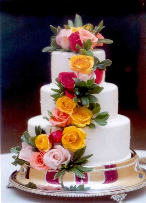 how to decorate cake with fresh flowers cake decorating decorating wedding cakes with flowers