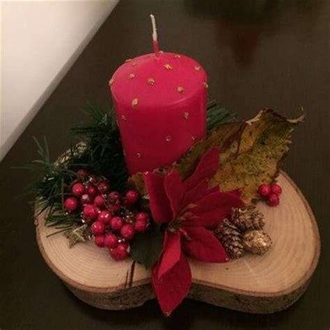 centrotavola natalizio con candela centrotavola disco di legno con candela e decorazioni