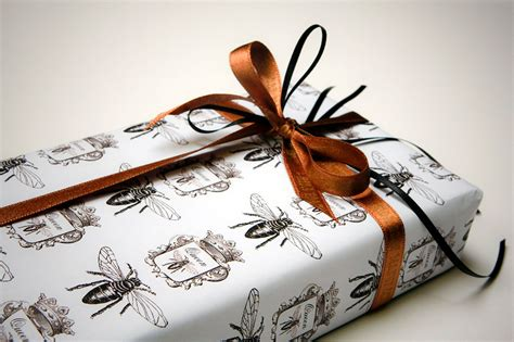 download wrapping presents slucasdesigns com instant download wrapping gift digital paper queen bee