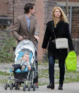 claire danes with brown hair claire danes and hugh dancy enjoy outing with son cyrus