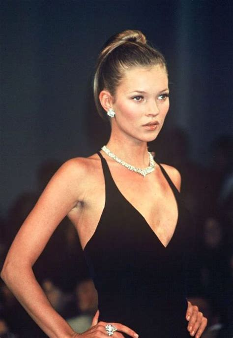 Catwalk To Sidewalk Kate Moss In Chanel by 1000 Ideas About 90s Fashion On Chanel