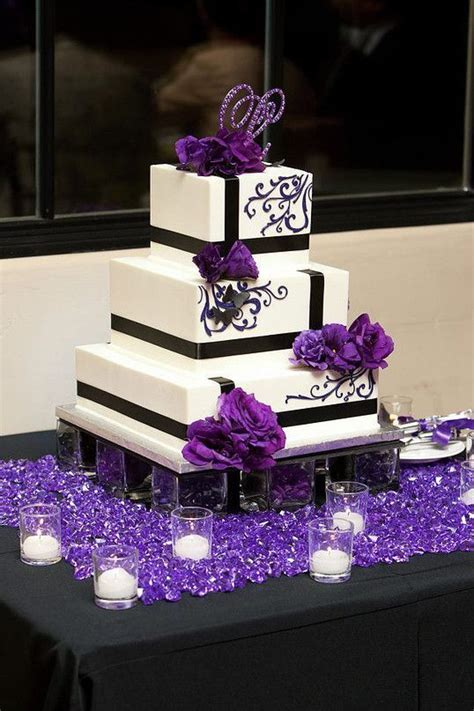 1000  ideas about Purple Wedding Cakes on Pinterest