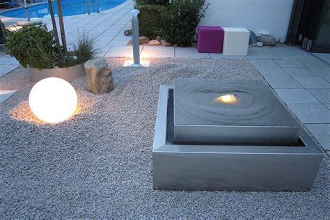 moderne gartenbrunnen gartenbrunnen materialien gartenbrunnen