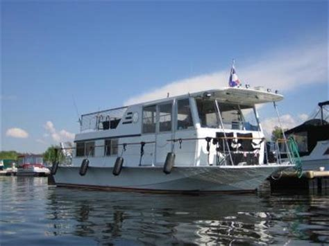 house boat craft chris craft aquahome houseboat