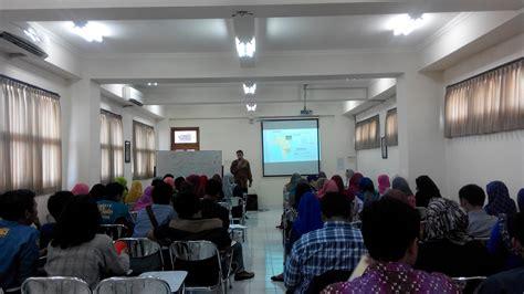 kuliah psikologi komunitas bersama dr norbert vadja