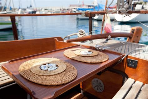 airbnb for boats top 10 airbnb boats you can rent around the world trip101