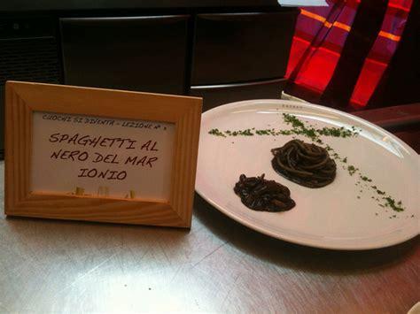 seppia come cucinarla spaghetti al nero di seppia ricetta diredonna