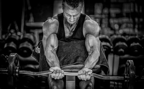 download image man injects synthol with muscles pc android iphone image man muscle workout sport barbell bodybuilding hands