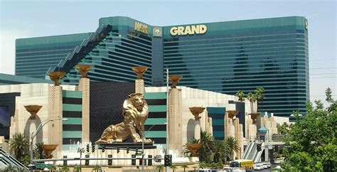 largest hotel in las vegas by rooms the world s 10 hotels the dohop travel