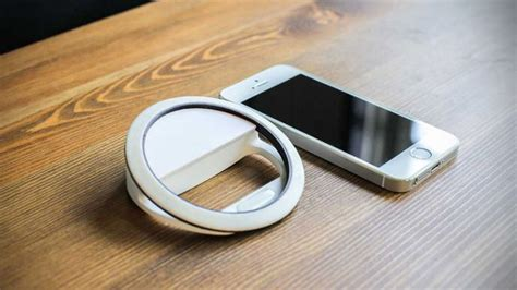 this ring light for smartphone lets you take selfies in