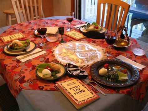 file set dinner table jpg wikimedia commons file a seder table setting jpg wikimedia commons