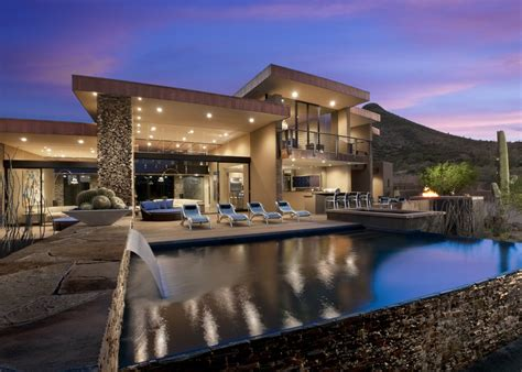 beautiful modern house in desert architecture