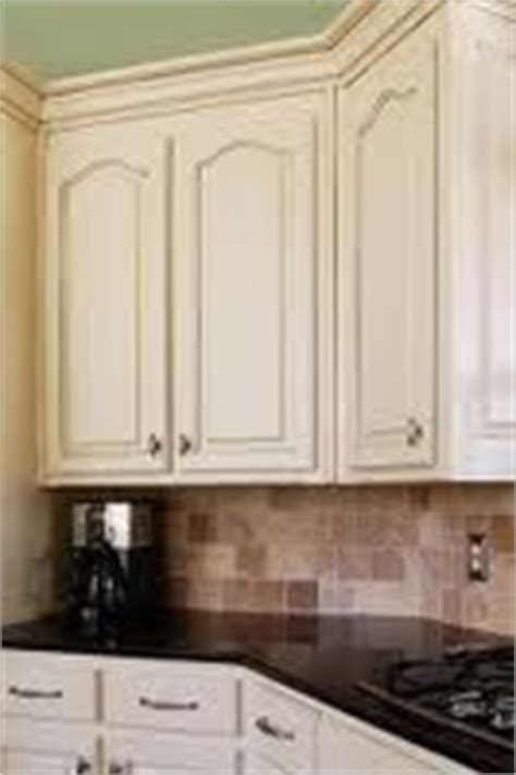 how to remove thermofoil from cabinet doors thermofoil removing thermofoil from cabinets with heat gun and