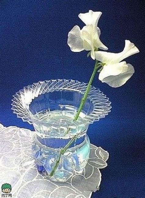 How To Make Vase From Bottle by Make A Beautiful Vase Out Of A Plastic Bottle Musely