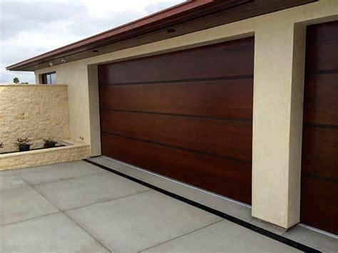 puertas de madera  garajes en  puertas de