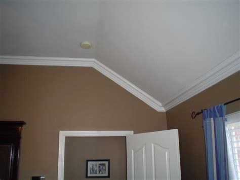 Crown Moulding Vaulted Ceiling by How To Cut Crown Molding For Sloped Ceiling Inspiration